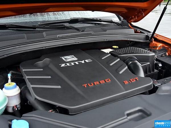 众泰  2.0T 自动 发动机局部特写