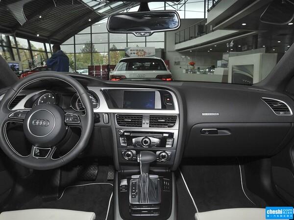 奥迪(进口)  Cabriolet 45 TFSI quattro 中控台整体
