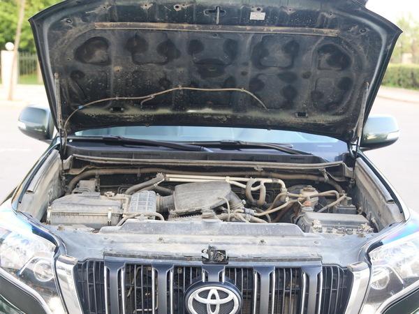 一汽丰田  2.7L 自动 发动机舱