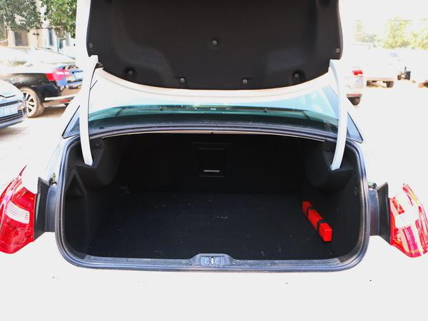 东风雪铁龙  1.8T 自动 后备箱