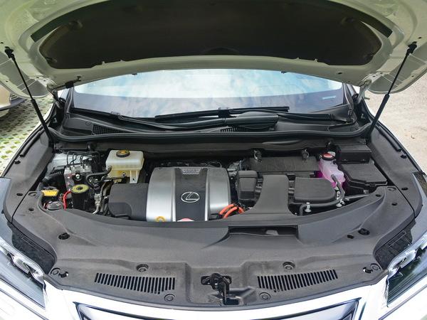 雷克萨斯  RX 450h 发动机舱