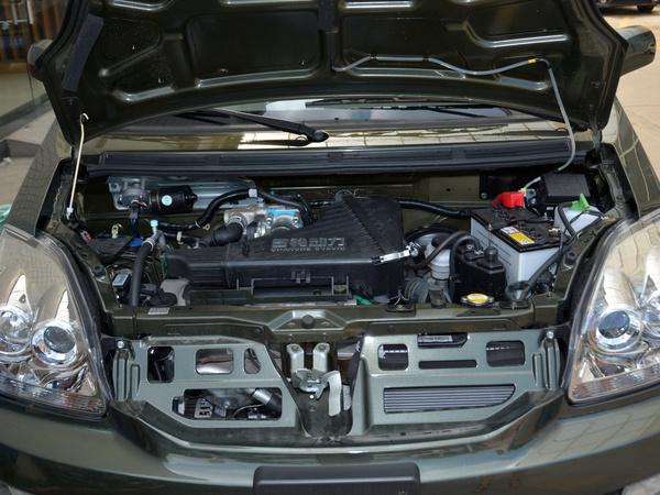 昌河铃木  1.4L 发动机舱
