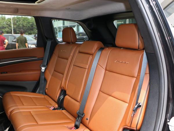 Jeep  3.6L 第二排座椅45度视角