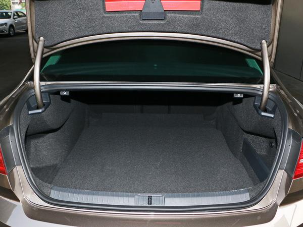 一汽-大众  380TSI 后备箱