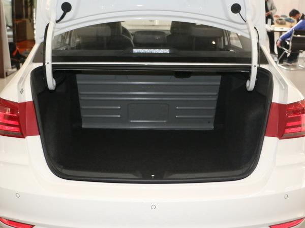 上汽大众  1.6L 后备箱