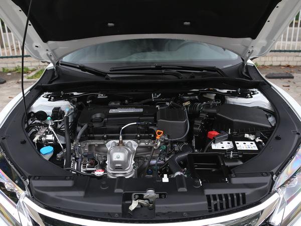 东风本田  2.4L 发动机舱