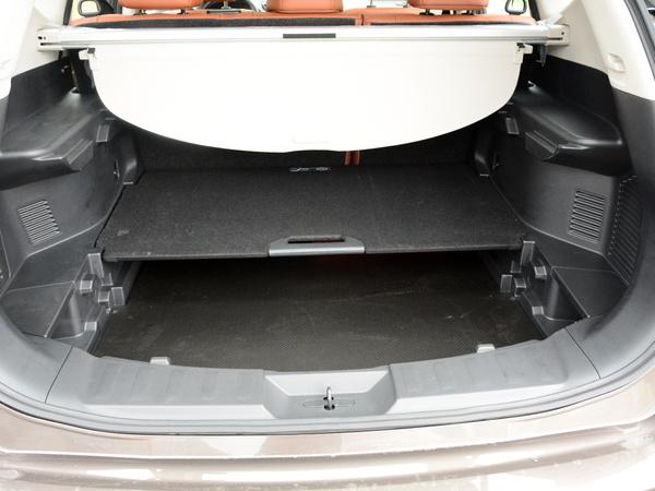 东风日产  2.5L 后备箱