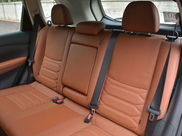 东风日产  2.5L 第二排座椅
