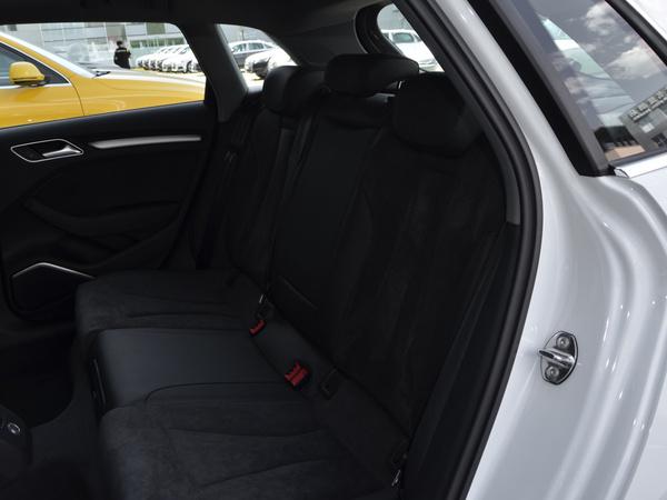 一汽奥迪  Sportback 35 TFSI 第二排座椅