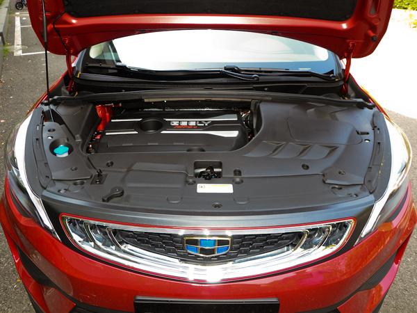 吉利汽车  优雅版 1.8L 发动机舱