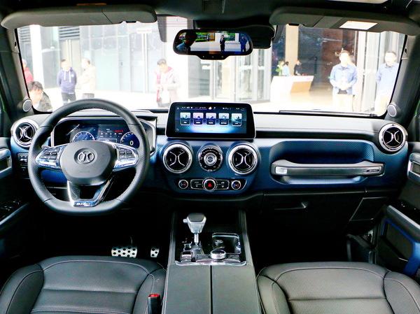 北京汽车  40Plus 2.3T 大中控全景