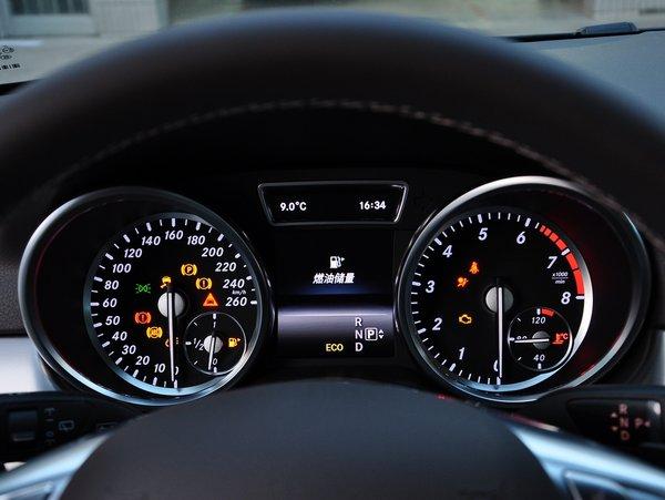 奔驰(进口) ml320 方向盘后方仪表盘