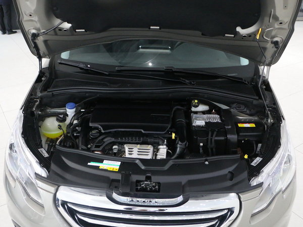 2t涡轮增压发动机与同门308s和408相同,而除动力外,新车外观和内饰都