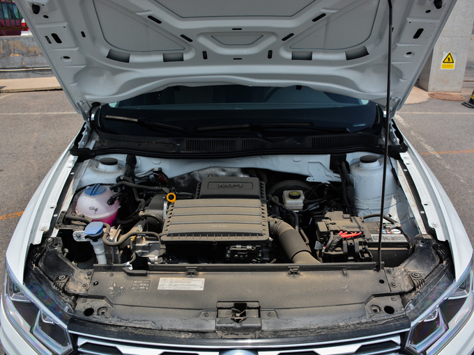 一汽-大众  1.6L 发动机舱