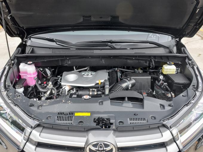 广汽丰田  2.0T 两驱精英版 发动机舱