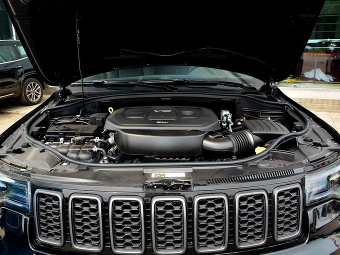 Jeep  3.6L 发动机舱