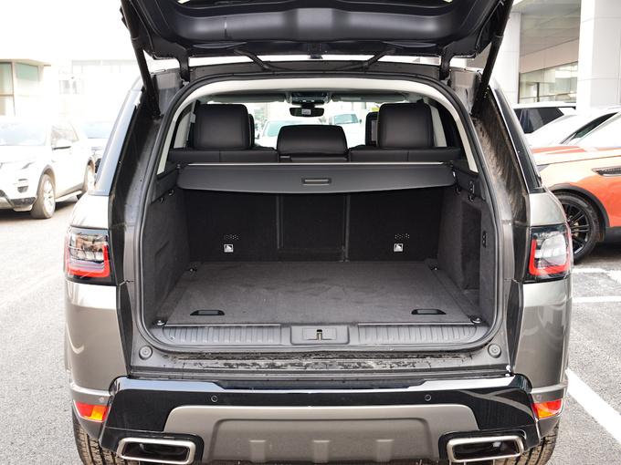 路虎  3.0 V6 HSE 后备箱