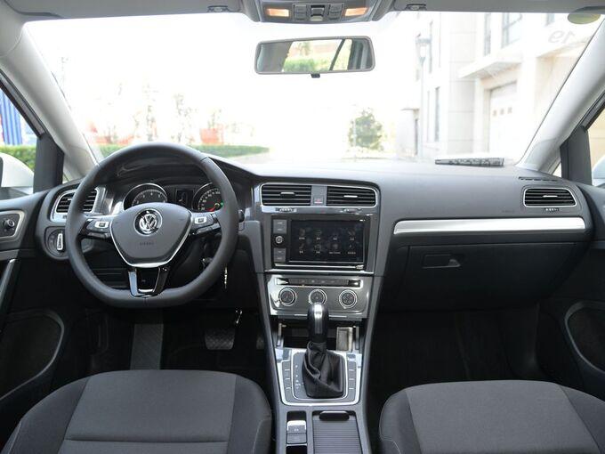 一汽-大众  200TSI DSG舒适型 大中控全景