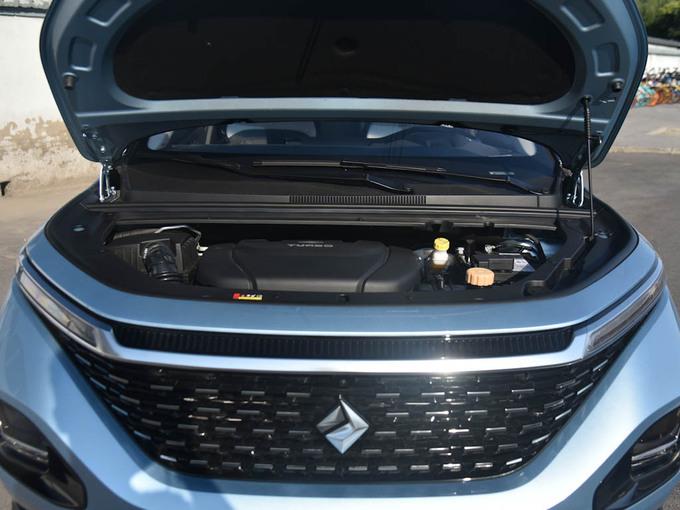 宝骏汽车  1.5T CVT 24小时在线豪华型 发动机舱