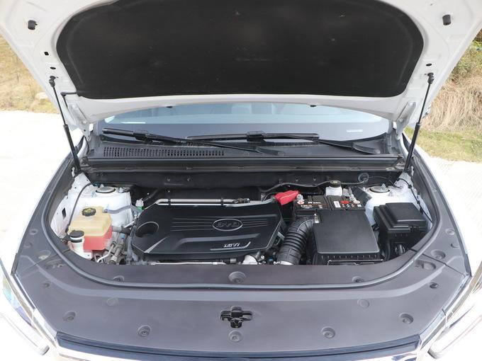 比亚迪  1.5T基本型 发动机舱