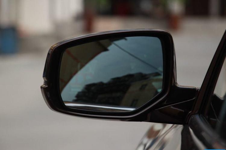 反光镜外侧下视