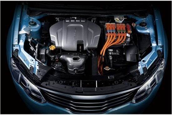 荣威550插电式混合动力轿车的发动机舱-荣威550