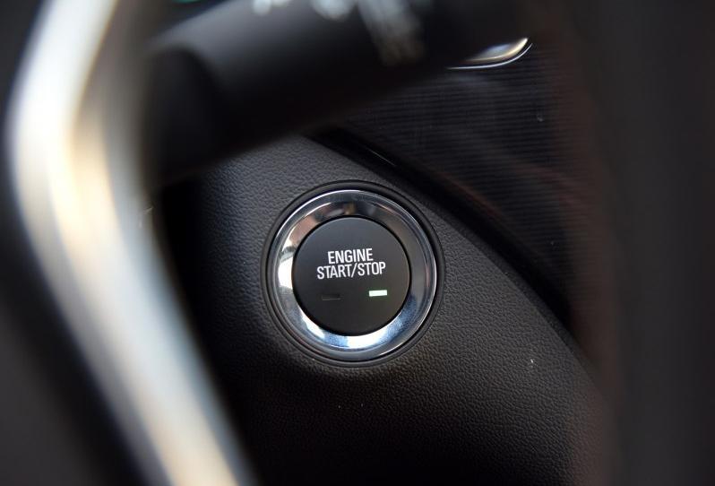 2014款GS安全配置最大变化是,升级出了自适应巡航系统,同时基于这套系统升级出来的偏航提示、防追尾自动刹车等系统就顺水推舟了。自适应巡航系统在此价位同级车里并不多见,基本上只有新蒙迪欧顶配、大众CC顶配才有,在2014年还属于高端配置。 24小时购车热线:132-4045-8111杨经理   2015款别克君威最低多少钱新款最低价格2015款别克君威1.