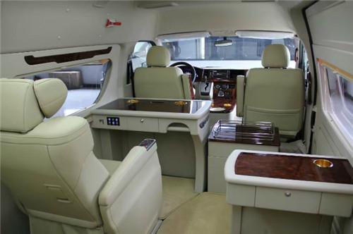 如果以上您还不满意那您就看看它的改装效果       丰田海狮座商务车
