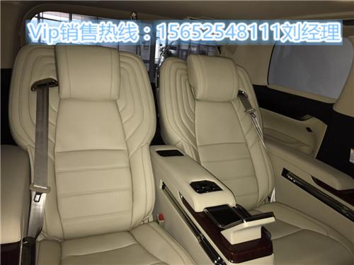 全车豪华紫檀木装饰   ●贵宾舱紫檀木地板   ●智能变色电子窗帘