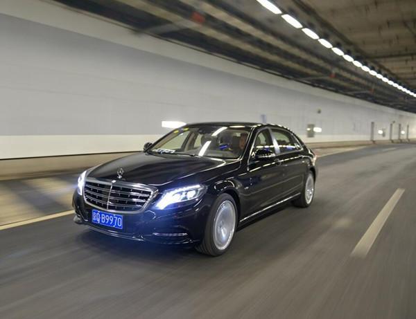 奔驰迈巴赫s600 最奢华的商务交车促销中图片
