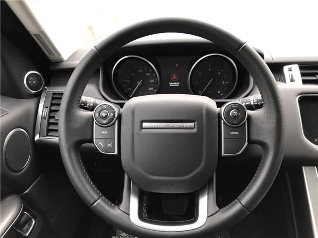 17款路虎揽胜运动版采用了全新的四幅方向盘设计.