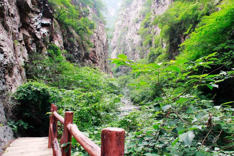 神潭大峡谷景区是山西永济市东南方向中条山北麓