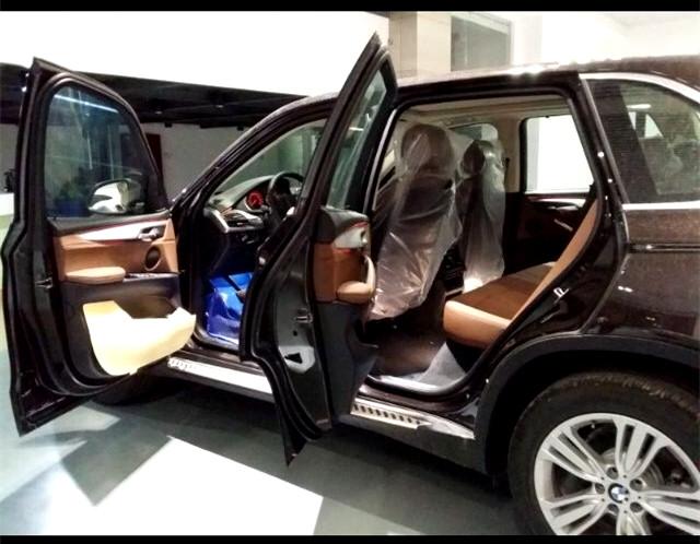 动力方面:新款宝马X5美规版搭载输出功率高达330千瓦/450马力的V8