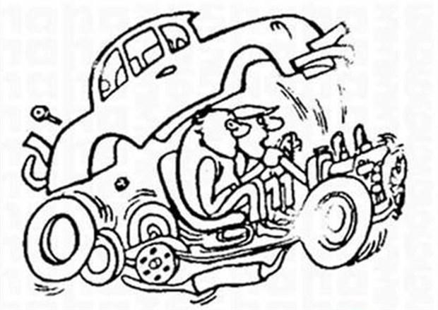行车安全第一招 路况信息早知道 哦, 你到底是怎么开的车?我技术没问题,是你选择的这条路有问题。虽然漫画中的人物因为道路问题把车子颠散了,但他们对话中所隐含的意思却告诉我们,提 前了解路况信息从来就不是件多余的事情。其实不少车友在开车出行之前,都有查看路况信息的习惯。