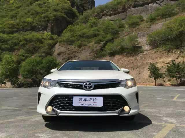 现款广汽丰田凯美瑞是车系的第七代车型,于今年1月进行了中期改款.