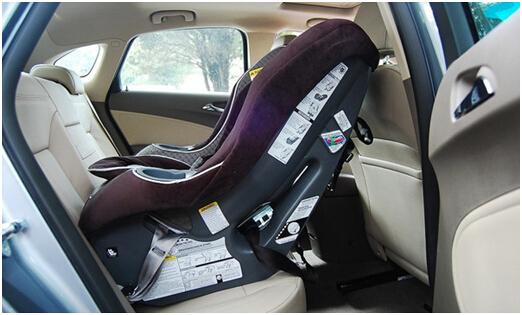 别克英朗GT儿童座椅正向安装效果图-英朗高清图片