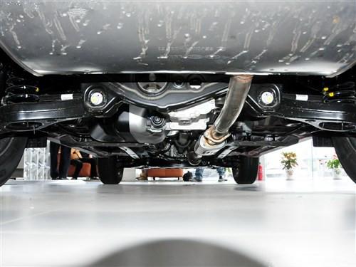 车辆底盘锈迹斑斑.为什么做汽车底盘装甲?底盘装甲涂层就可高清图片