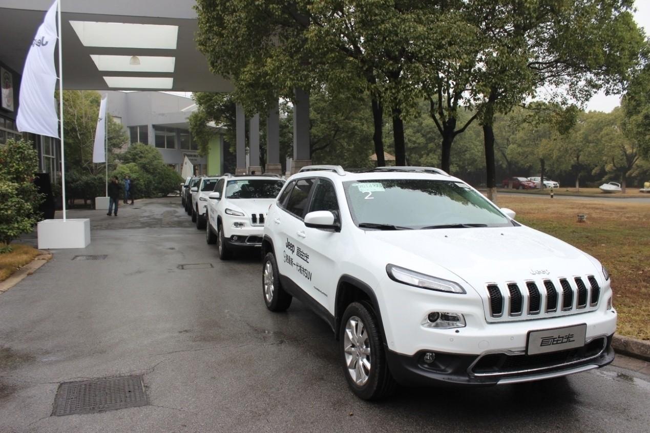 jeep吉普自由光荣获多功能用途车型大奖高清图片
