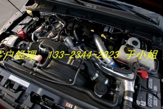 0搭载6.7升V8涡轮增压柴油发动机,最高功率输出为400匹马力(@