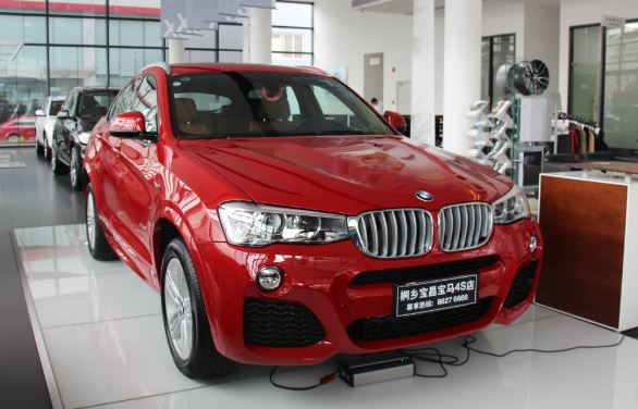 桐乡/初见时,创新BMW X4的运动风格的保险杠、极富肌肉感的轮圈拱...