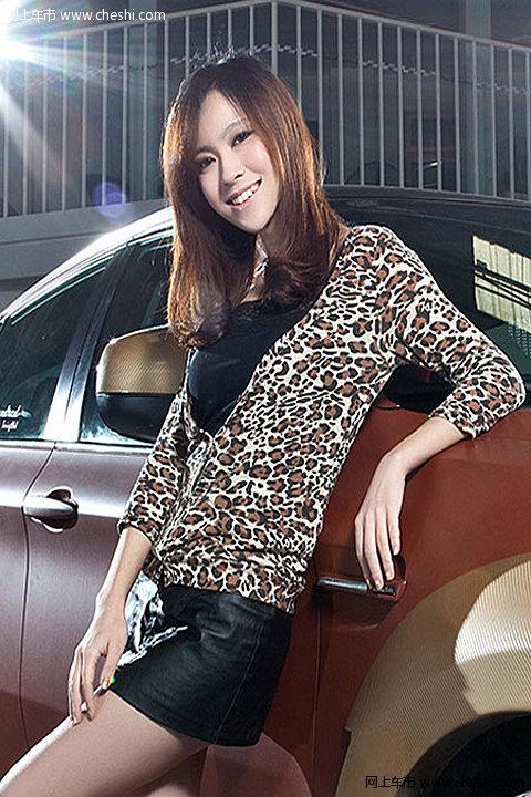豹纹女郎性感诱惑 美女与改装车完美结合-1