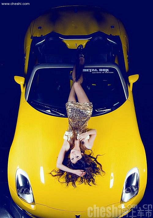 黑丝诱惑美女 经典跑车内演绎性感传奇 中国青