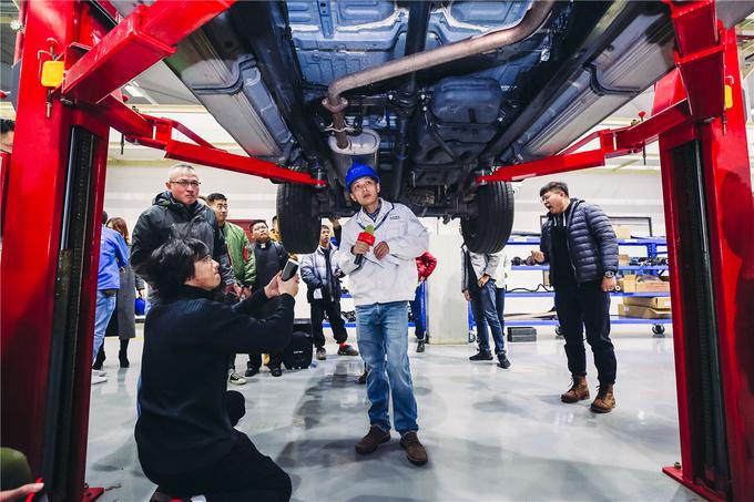 走进长安全球研发中心看长安凯程F70车底的秘密-图3